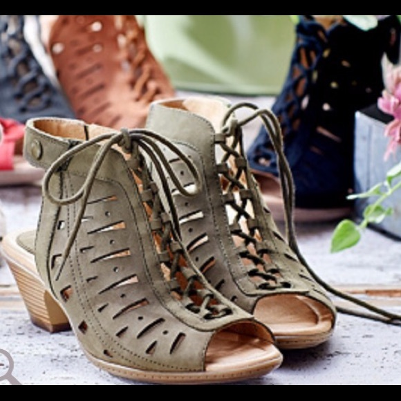 aa93b2de95d NEW - Earth Leather Sandals Kristen - 9 Olive